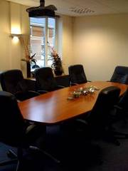 Ground floor office in excellent location to let